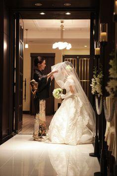 新郎新婦様からのメール ホテルモントレ銀座様へ : 一会 ウエディングの花 Japanese Wedding, Party Photos, Wedding Images, Headdress, Wedding Ceremony, Bride, Wedding Dresses, Style, Fashion