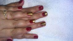 Vermelho com carimbo dourado. Fabi