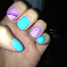 Uñas de colores de niña :)