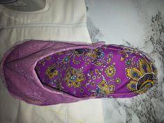 Aqui como ven la zapatilla esta terminada pero le faltaria un borde bonito de color rosado ..al gusto de cada uno ...espero les guste como ha quedado.