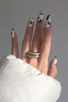 In look for some nail designs and some ideas for your nails? Here's our set of must-try coffin acrylic nails for fashionable women. Cow Nails, Aycrlic Nails, Hair And Nails, Coffin Nails, Glitter Nails, Stiletto Nails, Fire Nails, Minimalist Nails, Nail Swag