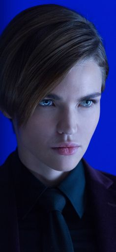 Ruby Rose got more than she bargained for while filming John Wick: Chapter 2 when co-star Keanu Reeves elbowed her in the face while filming an action sequence Ruby Rose Style, Ruby Rose Hair, Ruby Rose Images, Rubin Rose, Short Hair Cuts, Short Hair Styles, Soft Grunge Hair, Aesthetic Women, Undercut Hairstyles
