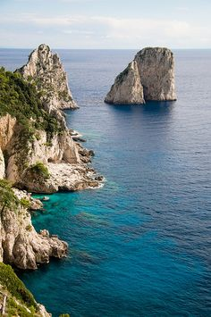 Beautiful coastline on Capri Island in #Italy. See it with VBT!