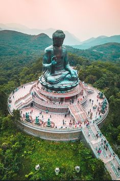 The Ultimate List of Things to do in Hong Kong - Beyond the Popular Attractions. there are many unique and exotic cultural experiences to be had in Hong Kong. But if the thought of traveling to Asia intimidates you because of the language barrier, reconsi Hong Kong, Cool Places To Visit, Places To Go, Destination Voyage, Destination Weddings, In China, China Travel, Southeast Asia, Where To Go