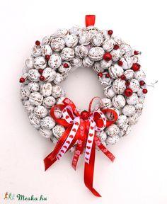 Dió, dió, bogyó, bogyó... - téli ajtódísz , Otthon, lakberendezés, Dekoráció, Dísz, Karácsonyi, adventi apróságok, Meska Christmas Wreaths, Christmas Decorations, Holiday Decor, Ornament Wreath, Ornaments, Advent, Floral, Home Decor, Christmas Garlands