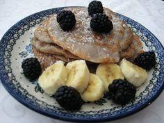 Vegane Bananen-Brombeer Pancakes - FreshBaby & Family Baby Led Weaning, Finger Foods, Pancakes, French Toast, Sweets, Sugar, Homemade, Breakfast, Tumbler Cups