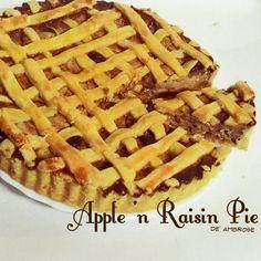Good apple pies are a considerable part of our domestic happiness  Jane Austen . . . Keep your fork there' pie! . . . #pie #applepie #apple #raisin #sweet #kulinersby #culinary #surabayaculinary #yummy #nomnom #foodgasm #jajanan #happytummy #pies #madebyorder #homebaking #surabayacity #snack #dessert