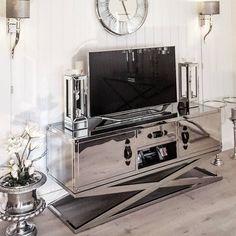 #Repost @hanas_home  Endelig er sanfrancisco tvbenken fra @classicliving på plass er bare  så fornøydet smykke til hjemmet Ønsker alle dere flotte IGvenner en fin kveldEnjoy the evening everyone#classicliving