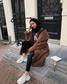 Image may contain: 1 person, sitting Hijab Fashion Summer, Modern Hijab Fashion, Street Hijab Fashion, Muslim Fashion, Modest Fashion, Fashion Outfits, Paris Fashion, Modest Wear, Modest Outfits