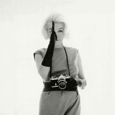 Marilyn + Nikon = LOVE this (click on the photo to see the gif)