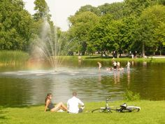 Kids play in the pond of the Vondelpark on warm summerdays. Buy yourself some food and relax for a while in the park like the locals do in the afternoon.