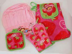 Strawberry Shortcake Childs Kitchen - CHIEFS HAT, APPRON, GLOVE & STAND…