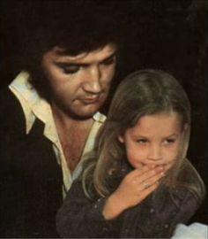 Elvis Presley and Lisa Marie King Elvis Presley, Elvis Presley Family, Elvis And Priscilla, Elvis Presley Photos, Rare Elvis Photos, Graceland Elvis, Lisa Marie Presley, Rock And Roll, Star Wars