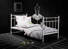 Here is a collection of creative bedroom decorating ideas in black and white colors. Black paint and white bedding sets create strong color contrasts that harmonize bedroom decor and make rooms look unusual and unique. Creative accent wall design ideas add interest and an artistic touch to black and