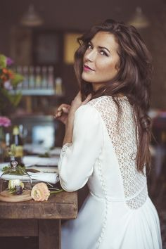 Ultra sophisticated and super sexy, here's our pick of the best long sleeve wedding dresses for stylish autumn/winter brides.   This one has got to be one of my favorites ❤