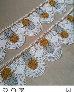 Free Blackwork Design: Autumn Leaves on a Corner - frieda Zig Zag Crochet, Manta Crochet, Filet Crochet, Baby Cross Stitch Patterns, Baby Knitting Patterns, Crochet Patterns, Crochet Girls Dress Pattern, Crochet Table Runner Pattern, Diy Crafts Crochet
