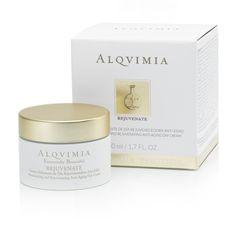 Rejuvenate Cream estimula la regeneración celular activando la síntesis de colágeno y elastina. Su acción anti-radicales  y su efecto regenerador, hidratante y nutritivo, previenen el envejecimiento prematuro.