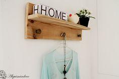 Estantería-perchero reciclando madera de palet | Decorar tu casa es facilisimo.com