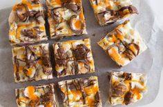 The kids are just going to love this delicious white chocolate rocky road made with, you guessed it, Creme Eggs! Drizzle with an orange icing and more chocolate, this fun and creative rocky road can be ready in under the recipe: Creme Egg rocky road Easter Recipes, Egg Recipes, Sweet Recipes, Snack Recipes, Dessert Recipes, Cooking Recipes, Snacks, Egg Desserts, Cake Recipes