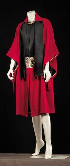 Paul Poiret, circa 1920 (attributed to) Woolen coat binds Doubled black satin neck tie wine, recalling facings lining decorated with an emb . 20s Fashion, Fashion Mode, Moda Fashion, Fashion History, Art Deco Fashion, Vintage Fashion, Fashion Outfits, Vintage Coat, Mode Vintage