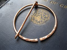 Hey, I found this really awesome Etsy listing at https://www.etsy.com/listing/191429321/anglo-saxon-fibula-brooch-in-bronze