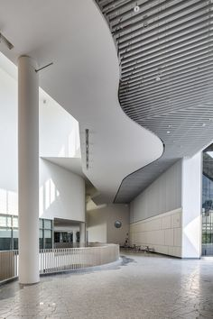 Image 7 of 26 from gallery of Stephen Riady Centre / DP Architects. Photograph by Rory Daniel Lobby Design, Mall Design, Design Design, House Design, Lobby Interior, Home Interior Design, Contemporary Architecture, Interior Architecture, Contemporary Design