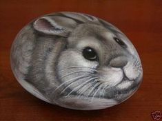 FABULOUS HAND PAINTED ROCK RABBIT PAPERWEIGHT - NR (03/30/2008)