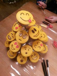Emoji cupcakes trakteren op school