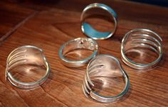 Unusable silverware repurposed into napkin rings. 3r Reduce Reuse Recycle, Upcycle, Home Crafts, Arts And Crafts, Diy Crafts, Fork Ring, Fork Art, Recycled Gifts, Silverware Jewelry