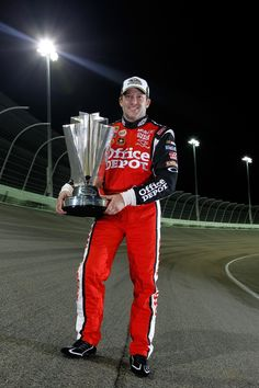 Tony Stewart, the triple NASCAR Cup Series champion, is the man of controversies - NASCAR's bad boy and the Good Guy in the same time Nascar Sprint Cup, Nascar Racing, Drag Racing, Auto Racing, Racing Baby, Racing News, Nascar Champions, Tony Stewart Racing, Kevin Harvick
