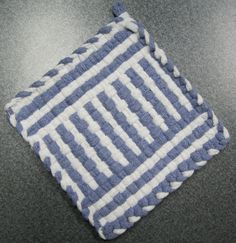 Windowpane Woven Potholder by DoorsiDell on Etsy Potholder Loom, Potholder Patterns, Loom Weaving, Hand Weaving, Weaving For Kids, Weaving Patterns, Loom Knitting, Handicraft, Pot Holders