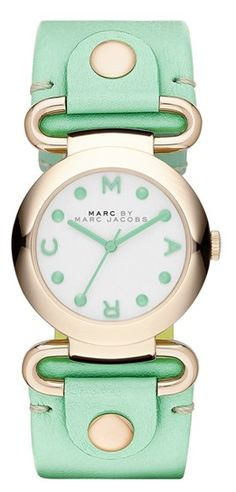 Darling Marc Jacobs watch in mint and gold http://rstyle.me/n/fdjrjnyg6