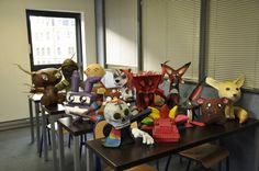 Travailler sur le thème de la piñata permet de mieux appréhender la notion de volume Les Themes, Table Lamp, Templates, Home Decor, Lamp Table, Stencils, Decoration Home, Room Decor, Table Lamps