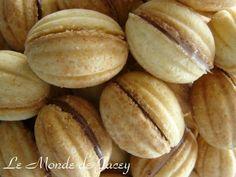Diese kleinen gefüllten Eierkekse sind in Tunesien meine absoluten Lieblinge. Hier kennt man sie unter den Namen Oreschki oder Zaubernüsse! Man benötigt dazu ein spezielles Waffeleisen, mit dem man die Schalen herstellt, die dann mit den verschiedensten...