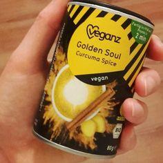 """Feierabend: Golden Soul mit Reismilch und dazu """"Der Polarexpress"""".  Habt einen zauberhaften Abend!  #vegan #movienight #winteriscoming"""