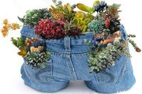 Upcycled Garden Style,old jeans into planter