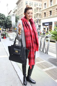 Christmas Is Coming, Plaid Scarf, Street Style, Fashion, Moda, Urban Style, Fashion Styles, Street Style Fashion, Fashion Illustrations