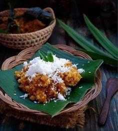 Tiwul, Makanan Tradisional Khas Indonesia Asian Recipes, Keto Recipes, Dessert Recipes, Healthy Recipes, Indonesian Desserts, Indonesian Food, Food Trends, Easy Cooking, Food Plating