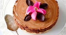 Suklaamoussekakku hurmaa kahvipöydässä tai jälkiruokana. Tee täyteläinen suklaamousse itse, ja kakkupohjan voit ostaa vaikka valmiina.