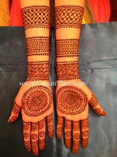 Circle Mehndi Designs, Round Mehndi Design, Back Hand Mehndi Designs, Latest Bridal Mehndi Designs, Henna Art Designs, Mehndi Designs For Girls, Mehndi Design Photos, Unique Mehndi Designs, New Bridal Mehndi Designs