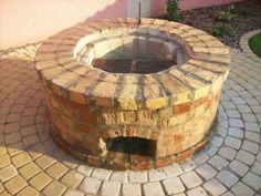 Szalonnasütők, bográcsolók, grillek - Szalonnasütő és bográcsozó. - Kemencebence.hu Fire Pit Bbq, Garden Fire Pit, Brick Garden, Diy Fire Pit, Fire Pit Backyard, Bbq Hut, Outside Fire Pits, Brick Bbq, Backyard Fireplace