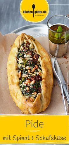 Recipe for Turkish pide with spinach and sheep cheese. Feta, Vegetarian Recepies, Vegetarian Food, Turkish Recipes, Ethnic Recipes, Sheep Cheese, Is It Okay, Arabic Food, Cheesesteak