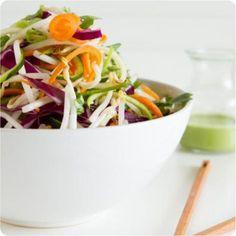 Versão vegana e crua de um dos mais famosos pratos da Thailândia.