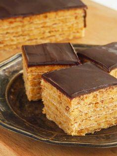 Candy's: Karamelles-mogyorós nápolyi Krispie Treats, Rice Krispies, Hungarian Recipes, Hungarian Food, Salty Snacks, Jambalaya, Cake Cookies, Cheddar, Tiramisu