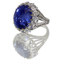 Blue sapphire NH 37.61 ct, pear shape diamonds, in platinum via Manu Marmi