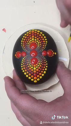 Dot Painting Tools, Stone Art Painting, Rock Painting Patterns, Dot Art Painting, Rock Painting Designs, Mandala Painting, Mandala Painted Rocks, Mandala Rocks, Mandela Rock Painting