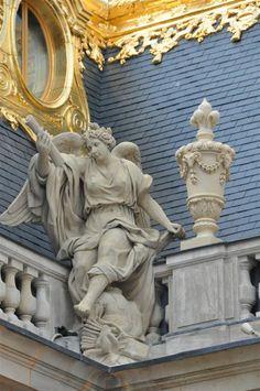 Versailles Garden, Palace Of Versailles, Architecture Old, Architecture Details, Frozen In Time, Paris City, French Chateau, Cherub, Sculpture Art