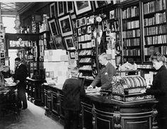Astérie - In love with Art Nouveau - Belle Epoque - Century - The Pre-Raphaelite Brotherhood -. Art Nouveau, Belle Epoque, Modern Novel, Copenhagen Denmark, Old Movies, Vintage Photographs, Old Pictures, 19th Century, Novels