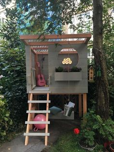 DIY: Süßes Spielhaus Pri – Haus How to Crafts - Kids playhouse Backyard Playhouse, Build A Playhouse, Backyard Playground, Backyard Patio, Forts Kids, Kids Garden Playhouse, Kids House Garden, Wooden Outdoor Playhouse, Kids Playhouse Plans