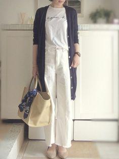 プチプラ王道ブランドGUではボトムだって2000円以内で買えるのが魅力!今年の春夏は引き続きゆるっとしたラインがトレンド。だらしなく見えない、大人可愛い履き回しコーデをご紹介します。 Denim Fashion, Fashion Pants, Fashion Outfits, Womens Fashion, Japanese Minimalist Fashion, Minimal Fashion, Ulzzang Fashion, Korean Fashion, Fashion Over 50